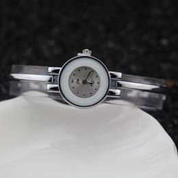 Frete grátis, liga de chapeamento de prata caso redondo, pulseira de metal estilo banda, anel de plástico no caso, jw moda mulher senhora pulseira relógios, 3327 de Fornecedores de estilo de moda relógios de plástico