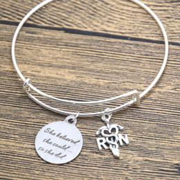 rn geschenke Rabatt 12pcs / lot silbernes Armband RN-Krankenschwester-Krankenpflege-Abschluss-Geschenk, ausgebildete Krankenschwester Sie glaubte, dass sie könnte, also tat sie Armband