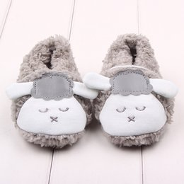 Wholesale Cross Crib - Lovely Winter Plush Lazy Sheep Fur Newborn Baby Shoes Soft Sole Toddler Boy Girl Crib Shoes 11-13cm