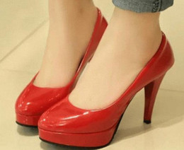 2019 scarpe scarpe europee Autunno 2015 Europa e piattaforma bassa tacchi robusti nuove scarpe di cuoio tacchi alti 33 piccole scarpe da sposa 999 scarpe scarpe europee economici