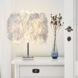 Argentina Feather Light Antique Noble Lámpara de mesa Romántico LED junto a la cama Clásico blanco Feather Desk Night Light # 03 Suministro