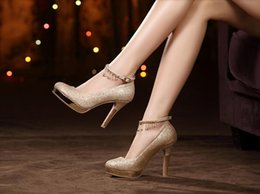 Wholesale Women Thick Gold Chain - Spring waterproof head heels wedding shoes red shoes shoes with thick soles thick sexy golden bride shoes