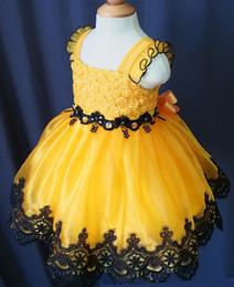 Canada U cou jaune dentelle arc fait à la main fleurs filles organza perles cupcake petites filles pageant robes enfants bambin paillettes de bal robes de bal infantiles supplier yellow little girl dresses Offre