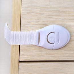 дверные замки Скидка Семья Childproof замки шкаф детей защищает статьи малыша холодильник вставить тип Белый дверной замок предметы домашнего обихода 0 62rc C R