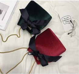 Deutschland 2017 new fashion color simple velvet bow shoulder chain bucket bag handbag Wholesale Department of South Korea tide Versorgung