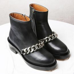 cadeias de tornozelo de qualidade Desconto 2018 Best selling mulheres botas de moda de Metal cadeia de salto baixo de alta qualidade ankle boots de couro com zíper bling sapatos de Sapatos Curtos