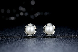 Wholesale Freshwater Shells - Christmas Shell pearl earrings,pierced the sky round white freshwater pearls, earrings, earrings, simplicity, temperament, sweet spot.