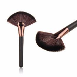 Canada Maquillage souple Grande Fan brosse Blush Poudre Fondation Make Up outil grand ventilateur cosmétiques brosses Offre