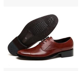2021 grandes chaussures habillées pour hommes Hommes Business Véritable Cuir Hommes Dressing Grand Taille Hommes Pointe Toe Chaussures Black and White Hommes Robe Chaussures Mens Marron Robe Chaussures