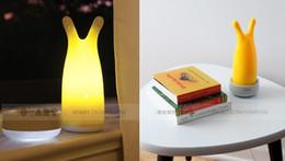 Lámpara de mesa roja online-Oxo Red Induction Charge Cordless LED Lights Lámparas para bebés Lámpara de mesa para niños Luz nocturna Baterías recargables Envío gratis