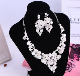 Wholesale Silver Pearl Bridal Sets - 2016 New Korean Style Bridal Jewelry Rhinestone Pearls Necklace Earlip Earring Set Girl Prom Cocktail In Stock Two Pieces Cheap 1107