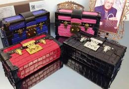 Wholesale Crocodile Fabric - 94219 Crocodile Leather Cosmetic Box Designer oiletry Box Famous Brand Name Women Bag Fashion Shoulder Bag Zippy pouch Box Purse 19cm5cm12c