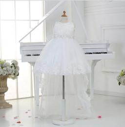 elegantes blumenmädchen kleidet züge Rabatt Elegante Spitze weiß Perlen ärmellose flauschige Tüll Ballkleid Blumenmädchenkleider für Hochzeit Baby Mädchen Party Kleid mit langen Zug
