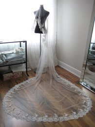 Lunghi bei belli online-2016 Veli da sposa lunghi con bordo di applique e lunghezza della cattedrale Immagini reali One Layer Beautiful Bridal Veils Custom Made