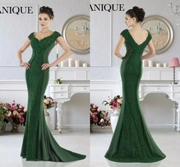 Wholesale Emerald Short Dresses - Janique 2017 Emerald Green Mermaid Evening Dresses Formal V-Neck Lace Applique Short Sleeves Mother Evening Prom Dresses