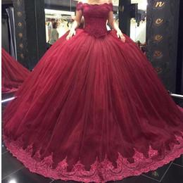 Vestido de tul vermelho on-line-2017 New Red Ball Gown Vestidos Quinceanera Off Ombro Apploique Lace Tulle Frisada Lacce Up Voltar Prom Party Vestidos Doce 16 Vestidos