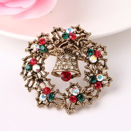 Wholesale Circle Rhinestone Brooch - Alloy brooch Christmas gifts and pin red and green crystal brooch flower circle design Antique gold and antique silver plating free shipping