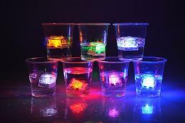 nuovo arrivo Cambiare colorato led lampadine cubo di ghiaccio luci decorative incandescente cubo di ghiaccio, illuminato a led di ghiaccio all'aperto luci di natale a led da f1 luce fornitori