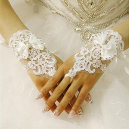 Wholesale Short Tulle Glove - 2017 Luxury Lace Bridal Gloves Crystal Wedding Glove Short Wedding Accessories Lace Gloves for Brides Fingerless Wrist Length