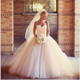 Robe De Mariage Graceful New Ball Gown Wedding Dresses Sweetheart Off Shoulder Chapel Train Pleated Long Gowns 2016 With Veil