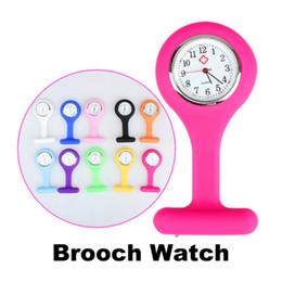 Enfermera mira clips online-Moda enfermera reloj médico clip de bolsillo relojes con pin colorido broche fob túnica cubierta reloj de cuarzo reloj de regalo de navidad