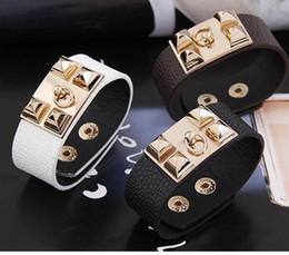 2019 patte d'or Style punk, bracelet en cuir boucle, Brangle, Bracelets Rotary Valentine Day Charmes cadeau tressé poignet, livraison gratuite qualité hign