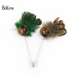 Wholesale Brass Ornaments - BoYuTe 5Pcs Hand Made Feather Lapel Pin Fashion Wedding Men Brooch Jewelry 6 Colors Christmas Ornament