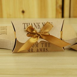 Wholesale High Quality Favors - 10pcs High Quality Art Kraft Paper Boxes Pillow Shaped Romantic Paper Craft Wedding Candy Box Party Favors Gifts Boxes