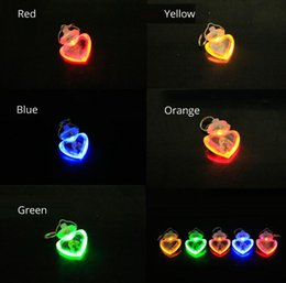 Wholesale Lr44 Battery Wholesale - Dog Pet LED Pendant Flashing Glowing Heart Pendant Multiple Colors with Clip LR44 Button Battery Pet Toys Retail Package