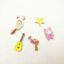 2019 ligas de guitarra Drip Oil Emblema Pin Alloy Dos Desenhos Animados Papagaio Flamingo Cinco Pontas Estrela Guitarra Multi Padrão Novidade Broche Decoração Personalizada 1 5yxb F R ligas de guitarra barato