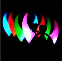 2019 corna del diavolo di natale 100pcs Natale Ox Horn Party Headwear lampeggiante LED Hair Clasp Fascia regalo di compleanno del diavolo corna DHL spedizione veloce sconti corna del diavolo di natale