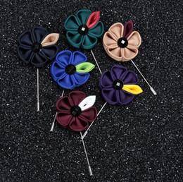 Großhandels10pcs / lot Größe 9cm Gewebe-Sonnenblume-Anzüge handgemachte lange Art-Brosche steckt Zubehör Modeschmuck-Dekorationen der Männer ein von Fabrikanten