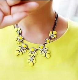 Wholesale Crystal Bib Necklace Wholesale - Wholesale-2015 New Fashion Bib Choker Necklace Fluorescence Yellow Colors Crystal Gem Flower Drop For Women Statement Necklace