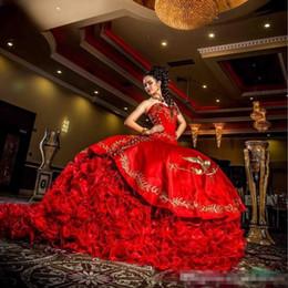2019 vestidos de quinceañera cor rosa 2017 vestidos Quinceanera Vermelho Do Vintage Querida Bordado Contas de Lantejoulas Tiers vestido de Baile Fora do ombro Doce 16 vestidos de Festa