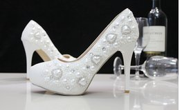 Wholesale Cheap Ballet Pumps - Cheap White Wedding Shoes with heart shape style Pearl Shoes High Heel Bridal Shoes Party Prom Shoes Bridal Accessories