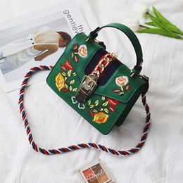 Wholesale Embroidered Fashion Handbags Tote Bags - 2018 Women embroidered flower shoulder Bags Fashion Zipper Designer Leather Handbag Casual Shoulder Messenger Bag New