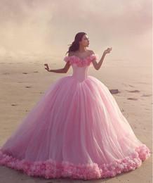 2019 baby pink sweet 16 vestidos 2016 vestidos de quinceañera Baby Pink Vestidos de bola fuera del corsé del hombro Venta caliente Dulce 16 vestidos de baile con flores hechas a mano baby pink sweet 16 vestidos baratos