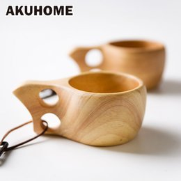 trous de bois Promotion Vente en gros - Finlande Kuksa Portable Coffee Mug Rubber Wood Handle Two Hole Cowhide Rope Hook Juice Milk