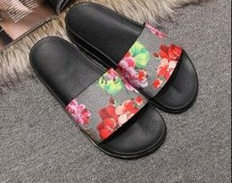2017 de calidad superior de las mujeres de los hombres zapatillas de diseño clip de los pies del estilo del tirón del tigre de la diapositiva Sandalia sandalias florales sandalias negro gris verde rojo desde fabricantes