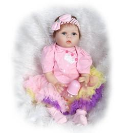 Vendita calda realistica 22 pollici moda neonato giocattolo morbido silicone neonati rinati Realistico Baby Alive Doll indossando abiti carini da