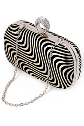 Wholesale Gold Bridal Clutch - Wholesale Striped Bridal Hand Bags Gold Black Silver Fashion Evening Party Bag 2018 New Hot Sale Formal Women Handbags with Chain CPA957