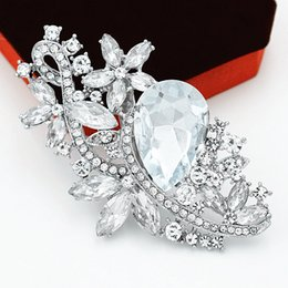 Wholesale Delicate Crystal Brooches - Huge Glass Diamante Flower Women Wedding Brooch Elegant Party Bouquet Lady Gift Brooch Pins Delicate Women Brooches