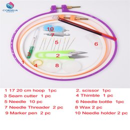 Wholesale 17 Cm - 17 20 cm plastic round embroidery tambour as cross stitch tools set with seam cutter needle threader for DIY needlework patwork use