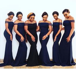 2019 vestido de noite de casamento nigeriano Azul marinho Longo Dama de Honra Vestidos Fora Do Ombro Cap Manga Sereia De Cetim 2019 Plus Size Nigeriano Convidado Do Casamento Vestido Formal Vestido de Noite Barato vestido de noite de casamento nigeriano barato