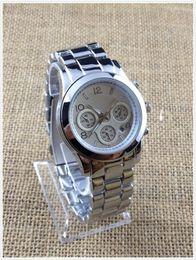 relógios de imitação Desconto 2016 New Hot Marca Design Senhoras Calendário Relógio Com Alta Qualidade de Moda Clássica Coleção de Ouro de Quartzo Horas Frete Grátis