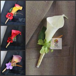 Argentina 2016 Nueva Boda Boutonniere Broche real Touch Calla Lily Corsages hecho a mano del novio Boutonniere para el banquete de boda suministros supplier calla lily wedding brooches Suministro