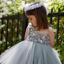 robe grise à une épaule Promotion Pas cher 3D Floral Appliques Tulle Fleur Fille Robe Perle Une Épaule Filles Pageant Robes Gris Simple Formelle Robes Pour La Plage Mariages