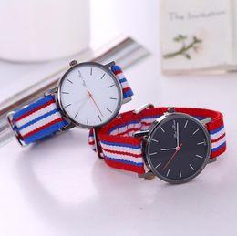 tecido de esportes de natal Desconto Relógio de forma Simples Clássica Dos Homens relógios Moda Tecido Colorido Banda Relógios de Negócios Criativo Nylon Casual Esporte Relógio de presente de Natal