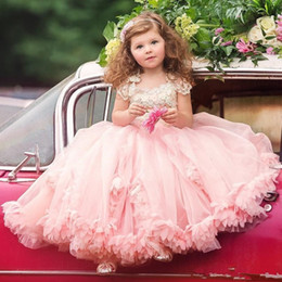 Rubor rosa vestidos de niña de las flores online-El más nuevo 2017 Blush Pink Flower Girl Dresses Princess Cap Sleeves Apliques Plisados ​​Volantes Long Kids Formal Party Pageant Dresses
