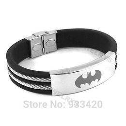 ¡Envío gratis! Batman clásico pulsera de acero inoxidable joyería de goma negro motor Biker pulsera hombres venta al por mayor SJB0223B desde fabricantes